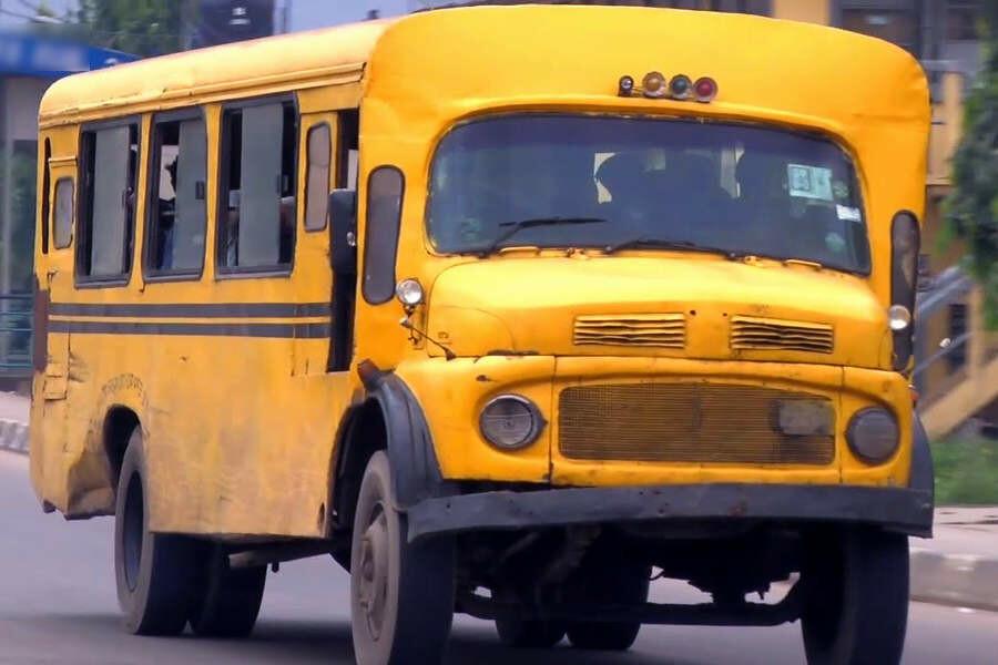 Un vecchio autobus, oggi in disuso, a Lagos, in Nigeria